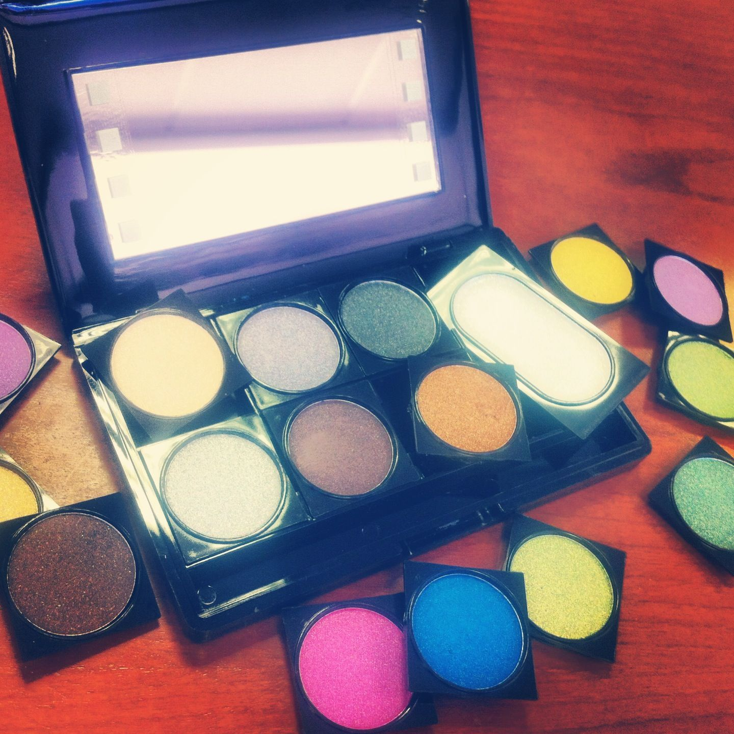Create your own custom eye shadow palette with