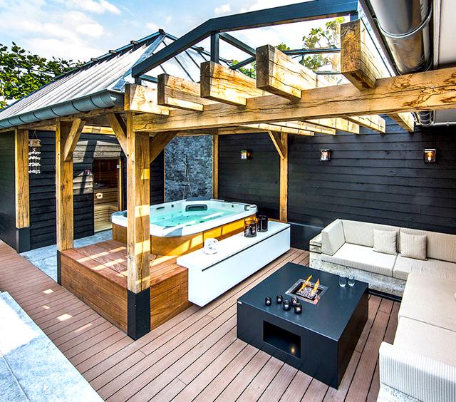 Aquatic backyard by centric design group house jacuzzi for Cobertizo de madera de jardin contemporaneo