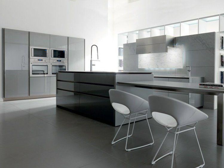 îlot de cuisine gris taupe en finition laquée, placards design ...