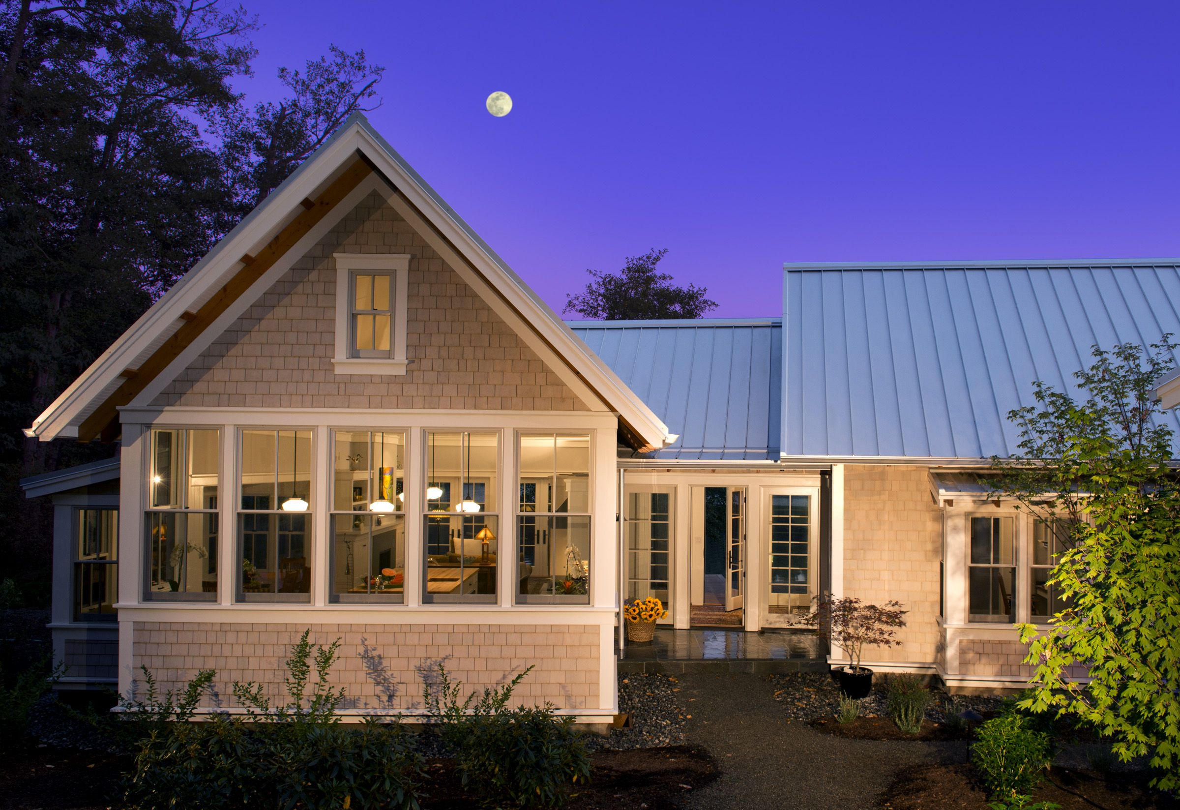 The Maple Is A Unique Home Floor Plan That Divides Daytime And Nighttime Spaces With Cottage Style House Plans Beach Style House Plans Modern Style House Plans