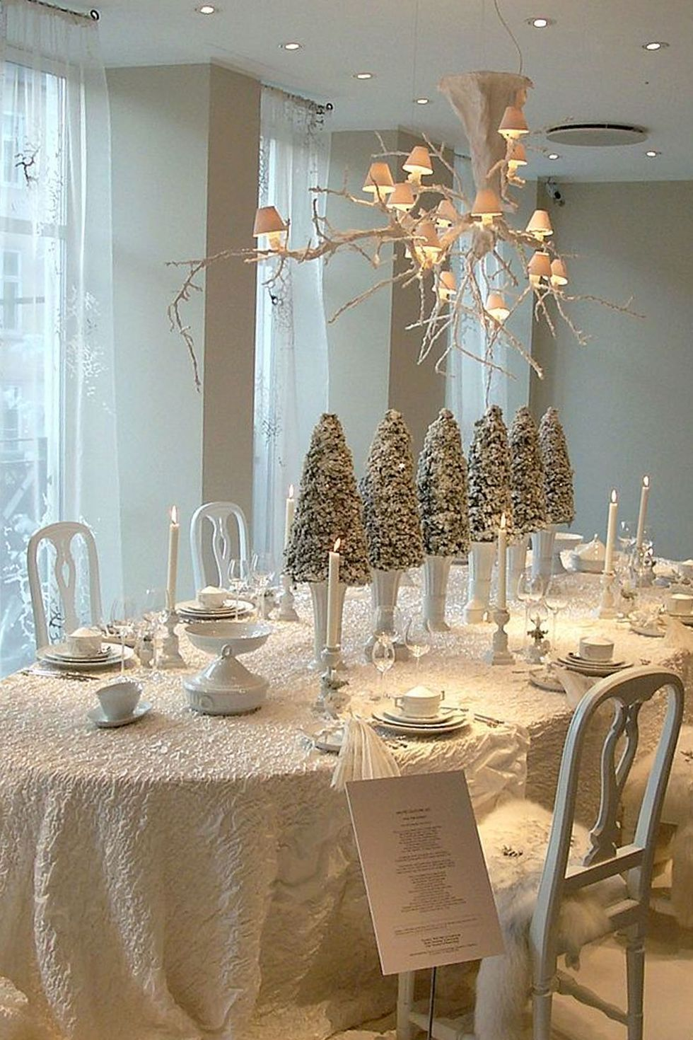 38 Elegant Christmas Table Setting Ideas Christmas Table Decorations Centerpiece Holiday Table Centerpieces Table Decorations