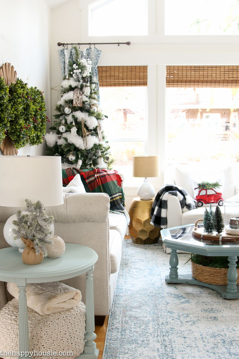 Ski Lodge Chic Christmas Living Room Decor | Christmas living room ...