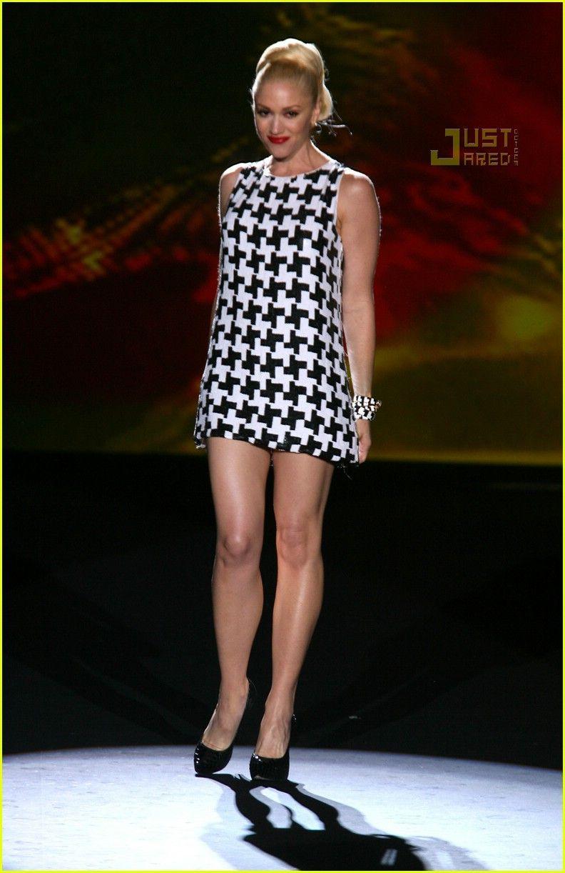 Gwen stefani sexy legs