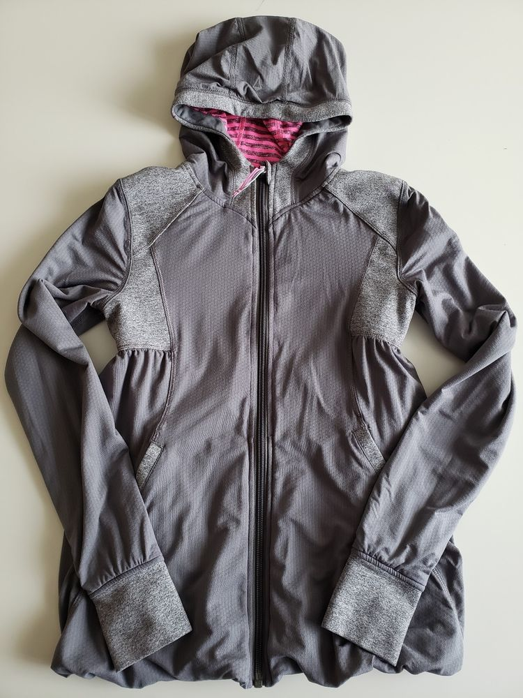 204b1b799ad9 IVIVVA by Lululemon Girls Pink   Grey Striped Hooded Reversible Live ...