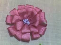 Resultado de imagen para como hacer flores en cintas de raso