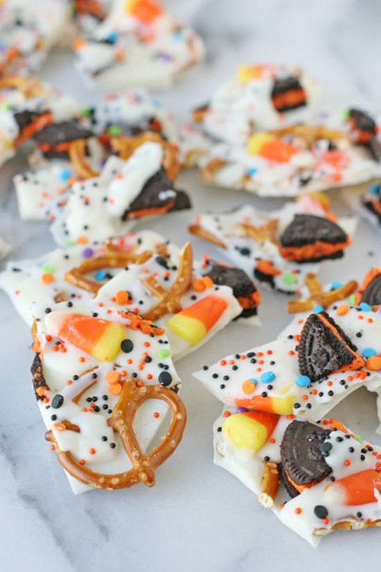 Easy Halloween Candy Bark - Sweet, salty, crunchy and delicious - halloween candy treat ideas