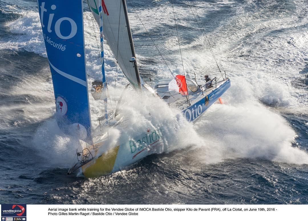 Une belle image de @teamotio en pleine navigation ⛵️ #VG2016 #extreme #sailing #instasailing #sailingworld #roundtheworld #offshoresailing #oceanmasters #offshore #imoca60 #vendeeglobe #vendeeglobe2016 #solosailors #oceanracing #picoftheday #photooftheday #instapic