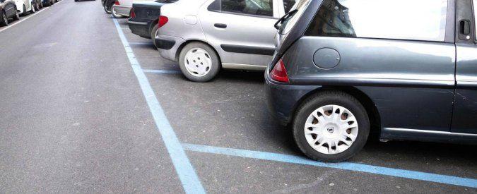 BOLZANO Ha lasciato la figlia di due anni chiusa in auto, con i finestrini chiusi, nel parcheggio sotterraneo di Piazza Walther ed