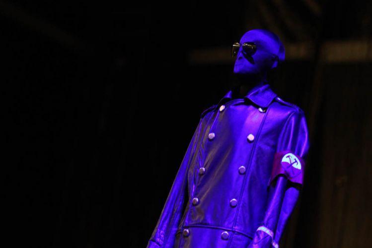 Manequim veste roupa que será usada por Roger Waters antes do show