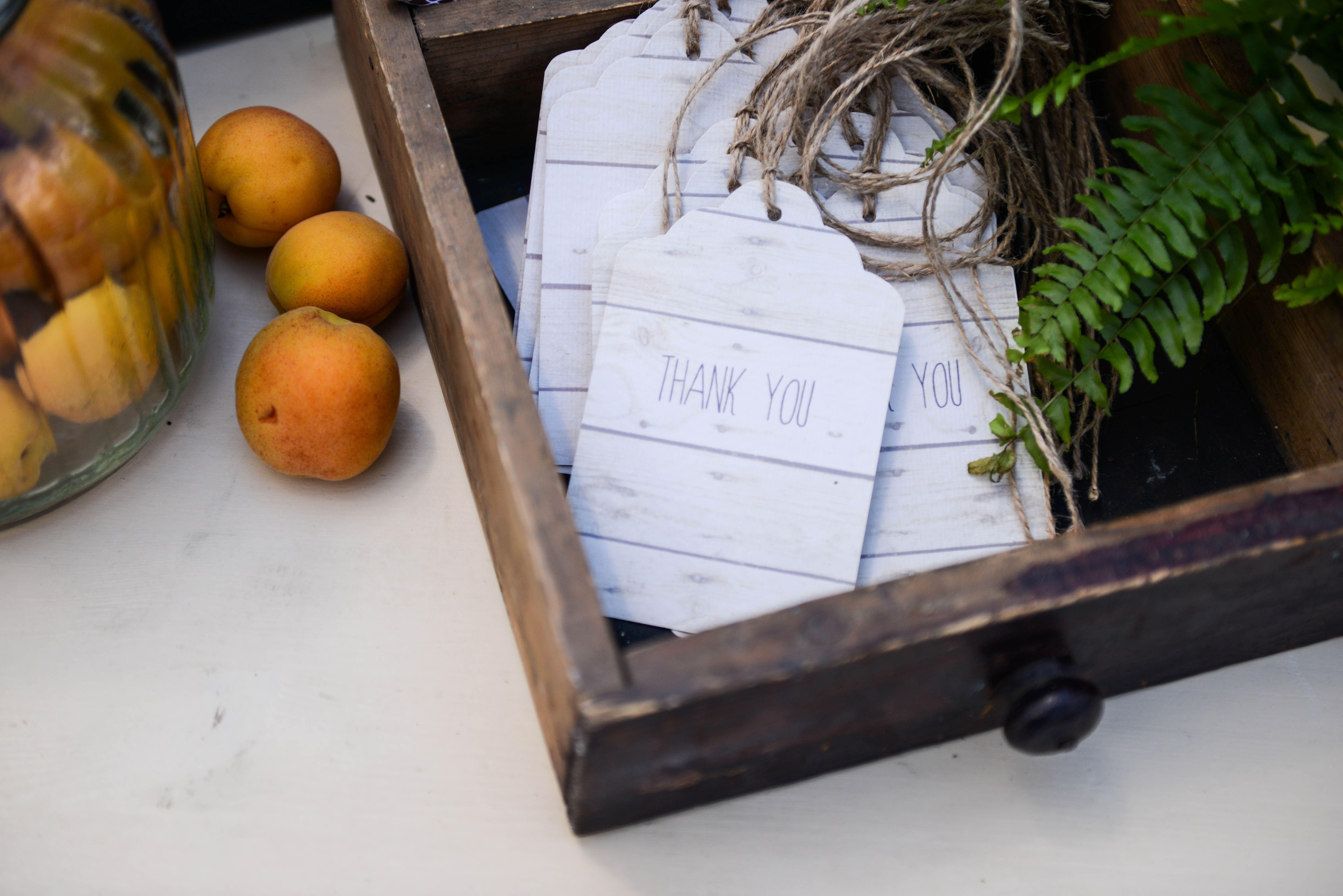 wedding decor, rustic decor,  fruit, box, fern, фрукты, флористика, зелень, полиграфия, папоротник