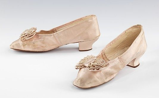 Evening slippers. Hing Sheng Boot and Shoe Maker.  1855-65 American. Silk.  Want theese!!!!