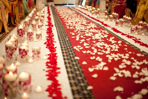 Red Carpet Aisle With White Rose Petals Photo By Www Rhmphotography