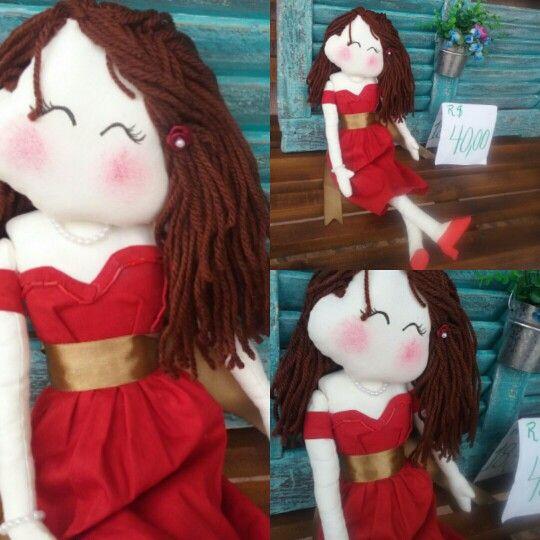Boneca de tecido. Dama de vermelho! Charmosa e com estilo único.  R $40.00