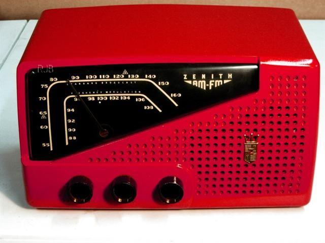 1954 Zenith AM/FM Bakelite Table Radio This is a wonderful