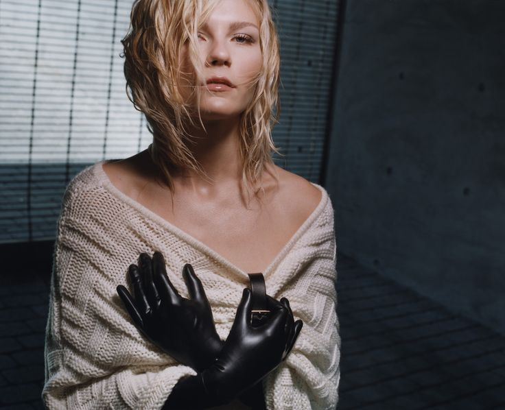 Kirsten Dunst | Latex Celebrity | Kirsten dunst, Gloves ...