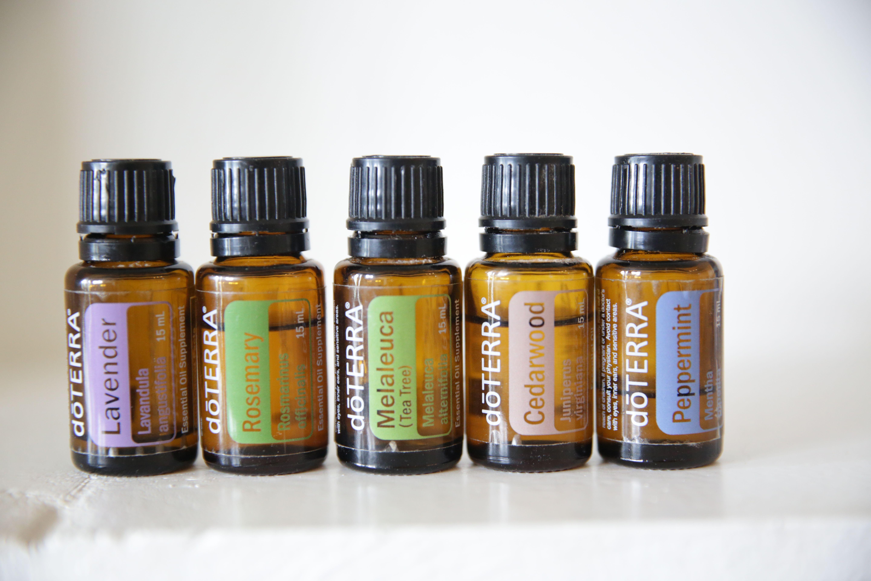 Simple DIY Dry Shampoo for Light and Dark Hair Recipe