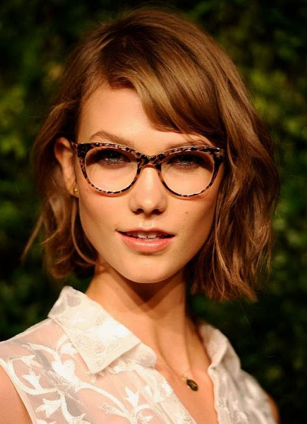 Short hairstyles with glasses - Best Wavy Short Hair Hairstyles With Side Bangs For Women With Glasses