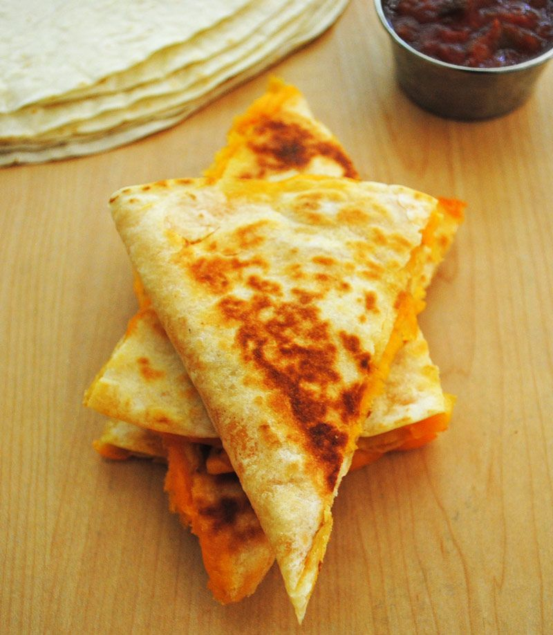 How to make Simple and Quick Cheese Quesadillas. Step by Step Pictures. Repin.
