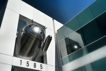Google'ın yeni Andorid heykeli akıllarda soru işareti bıraktı.