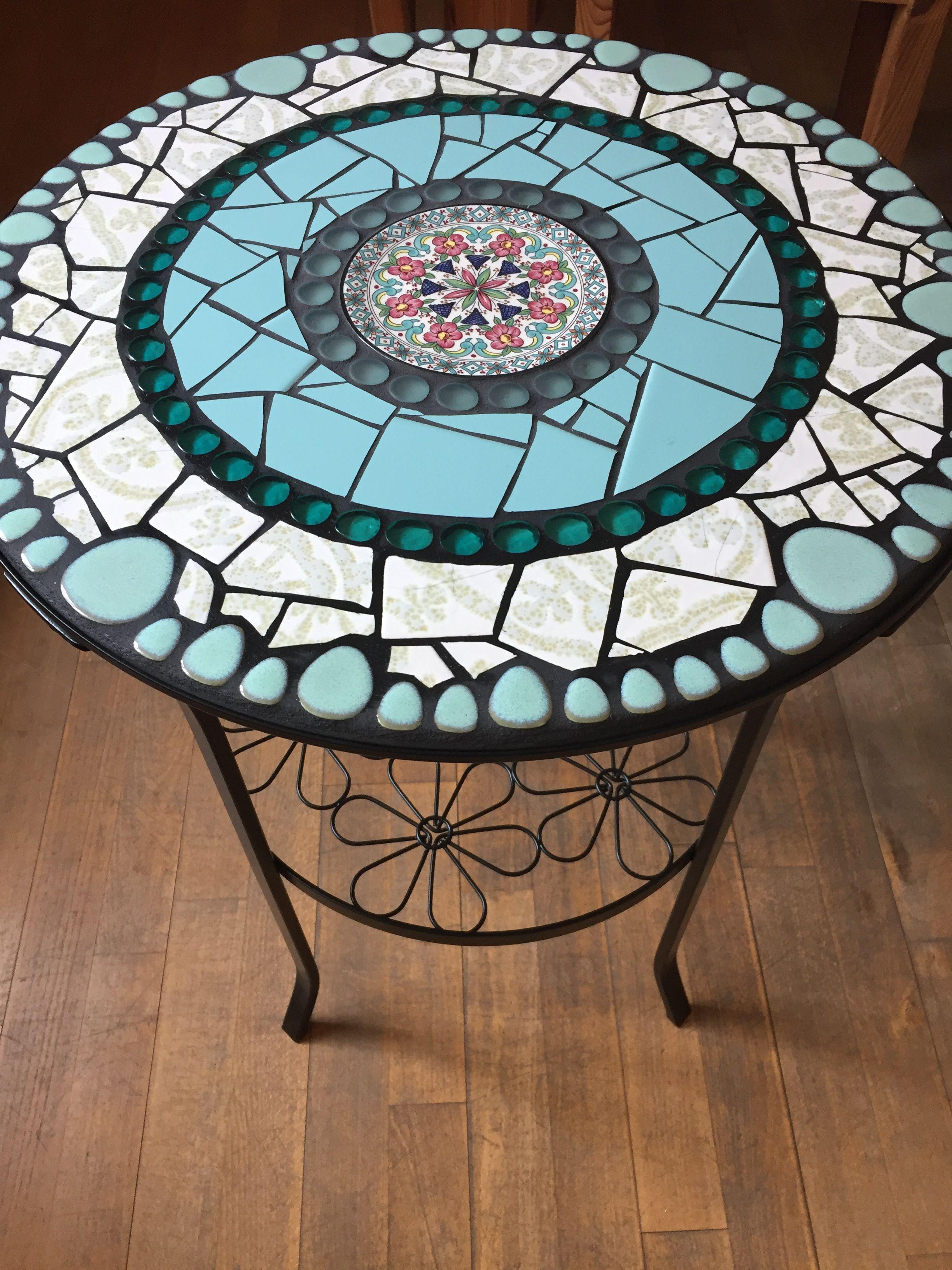 Pin Von Andrea Auf Mosaiktische Mosaiktisch Beistelltisch Rund