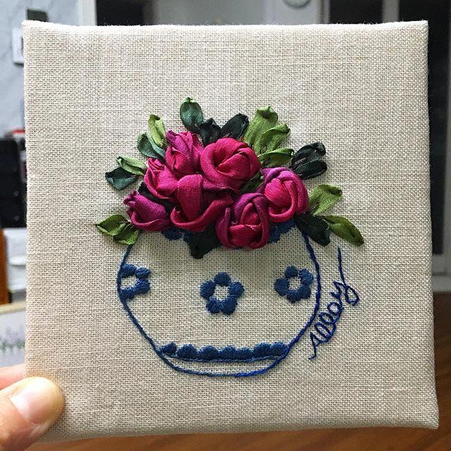-2016/10/28 탐스런 장미 실크리본자수 액자 . . . . . By Alley's home #embroidery#knitting#crochet#crossstitch#handmade#homedecor#needlework#antique#vintage#pottery#flower##ribbonembroidery#quilt#프랑스자수#진해프랑스자수#창원프랑스자수#리본자수#프랑스자수스티치북#창원프랑스자수수업#진해프랑스자수수업#실크리본자수#자수브로치#자수코사지#진해이동앨리홈#자수소품#손자수#리본자수수업#실크리본자수#리본자수액자