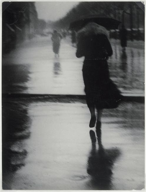 Brassaï – Passers-by in the rain, 1935