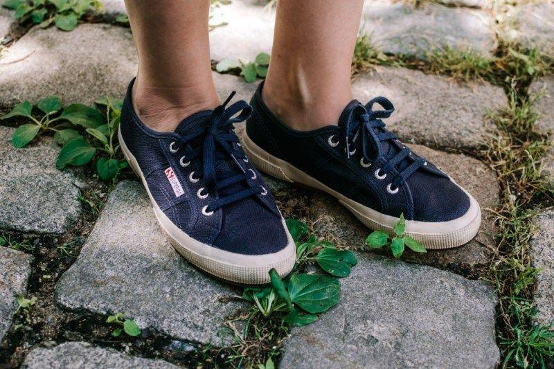 Sommerkleidchen vs. Sneakers | Turnschuhe, Ballerina