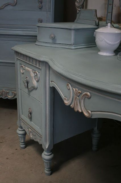 Reloved Rubbish - great step by step Three parts Old White and Two parts Provence Chalk Paint