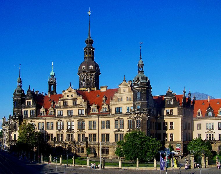 File Dresden Residenzschloss 3 Jpg Wikimedia Commons Burgen Und Schlosser Burg Dresden