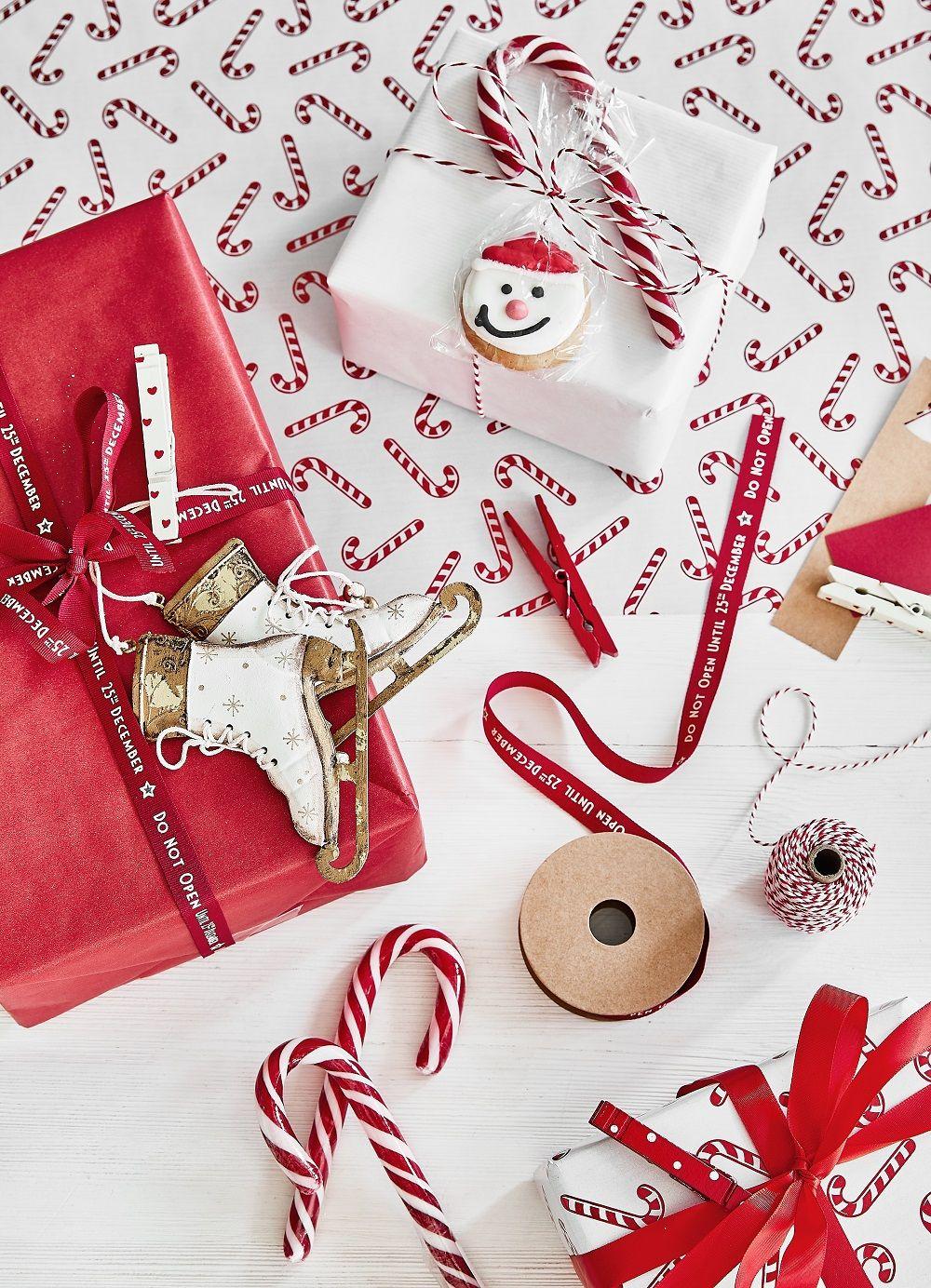 Besonders die Kleinen freuen sich über die Geschenke an Weihnachten ...