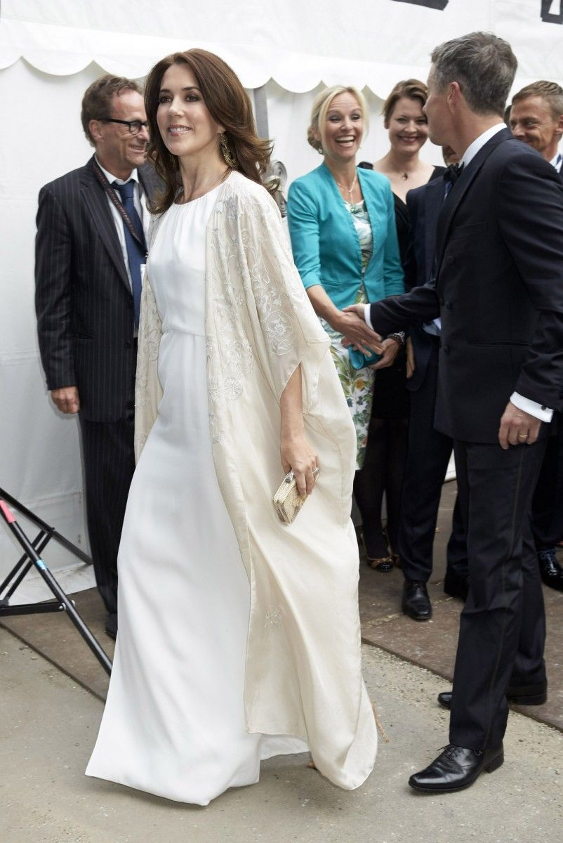 Mary\'s flowing dress featured a knee-high slit which revealed a pair ...