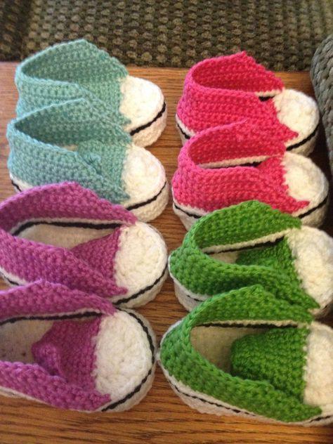 Anleitung: Baby-Chucks häkeln | Crochet converse, Babies and Crochet