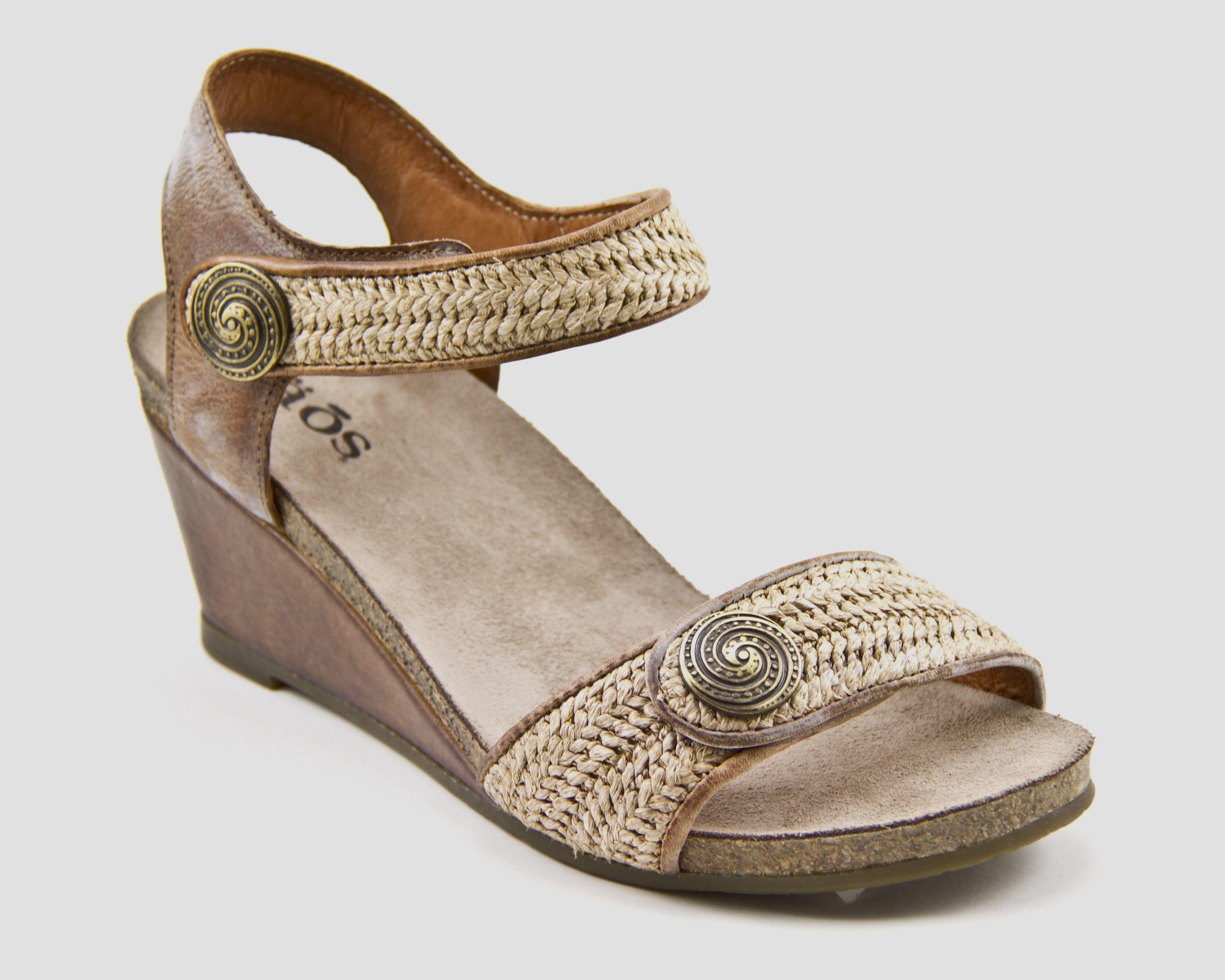 Taos Women's Holiday Wedge Sandal