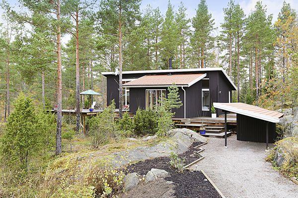 Architect-designed holiday home in Burvik, Sweden