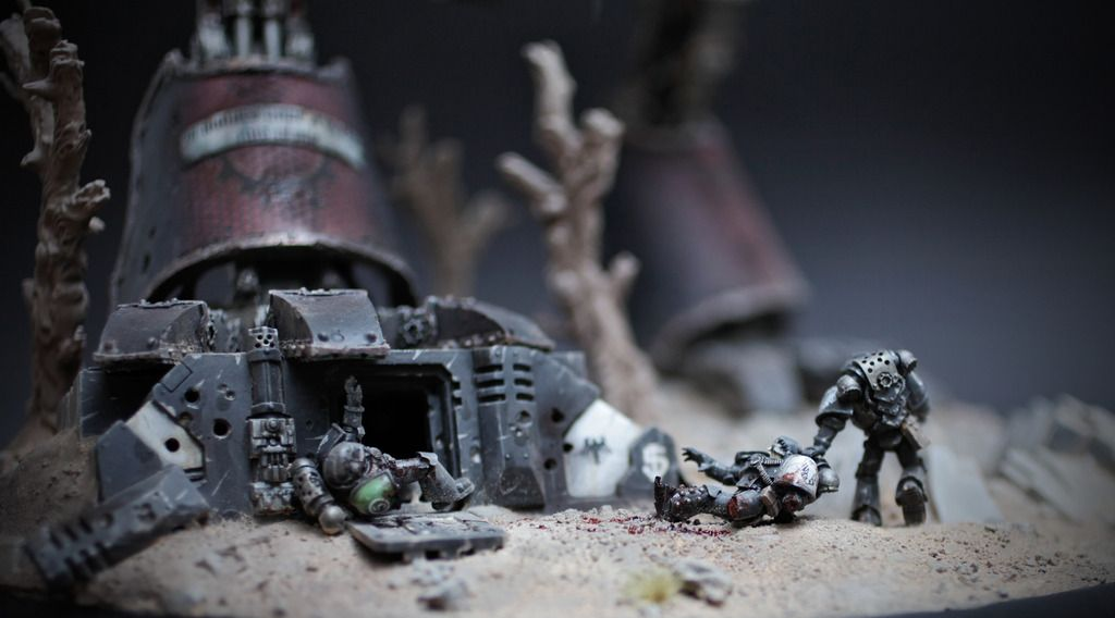 Base detail of Chaos Warhound Titan by poom on http://www.bolterandchainsword.com/topic/288089-but-blood-blood-is-forever/page-17