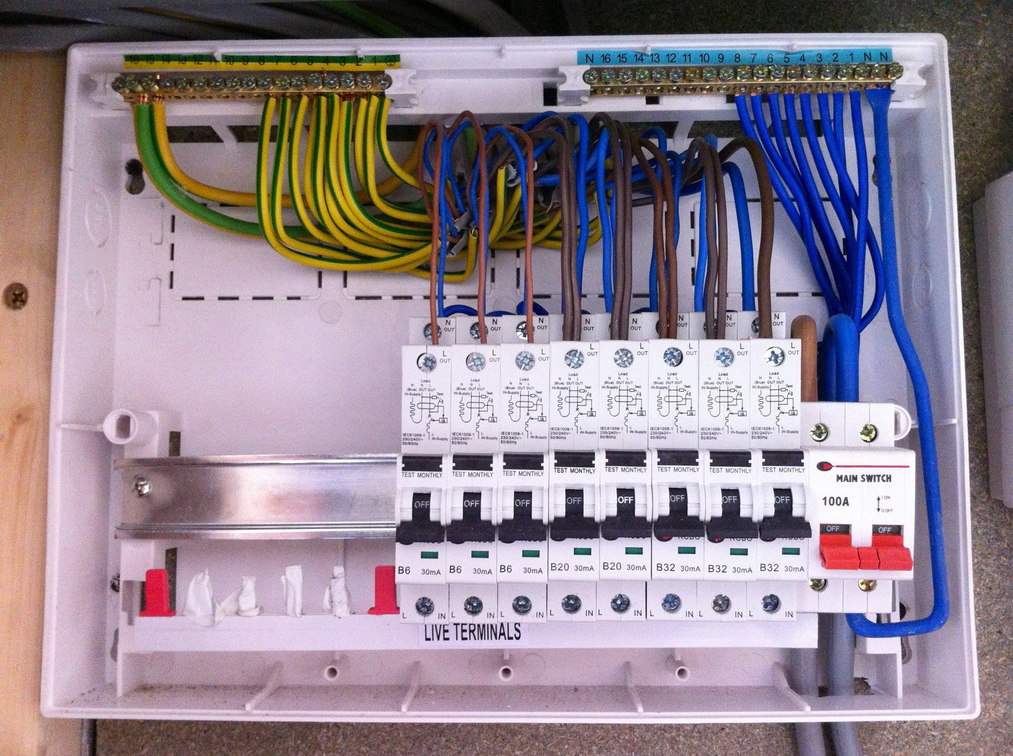 A Close Up Of An Rcbo Consumer Unit With The Cover Removed Ready For Inspection Testing Instalacoes Eletricas Eletrica Predial Manutencao Eletrica