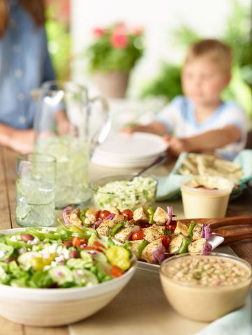 Zoe S Kitchen Is A Healthy And Fresh Mediterranean Fast Food Restaurant Located In The Hill Center Nashvilleneighborhood Zoes Kitchen Greek Recipes Family Meals