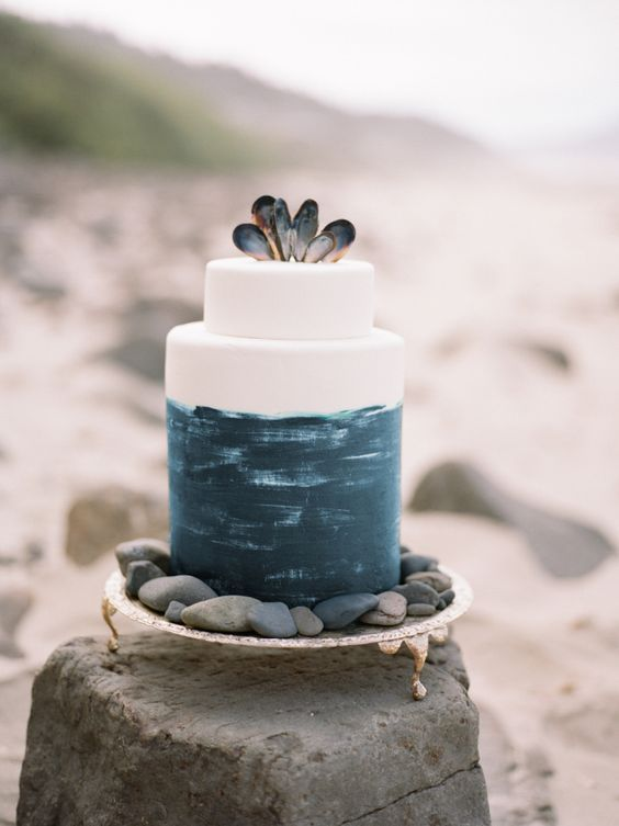 blue and white beach wedding cakes