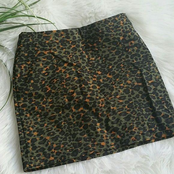 Gorgeous midi skirt Very nice olive green cheetah skirt with small pops of orange. Brand new never worn. H&M Skirts Midi