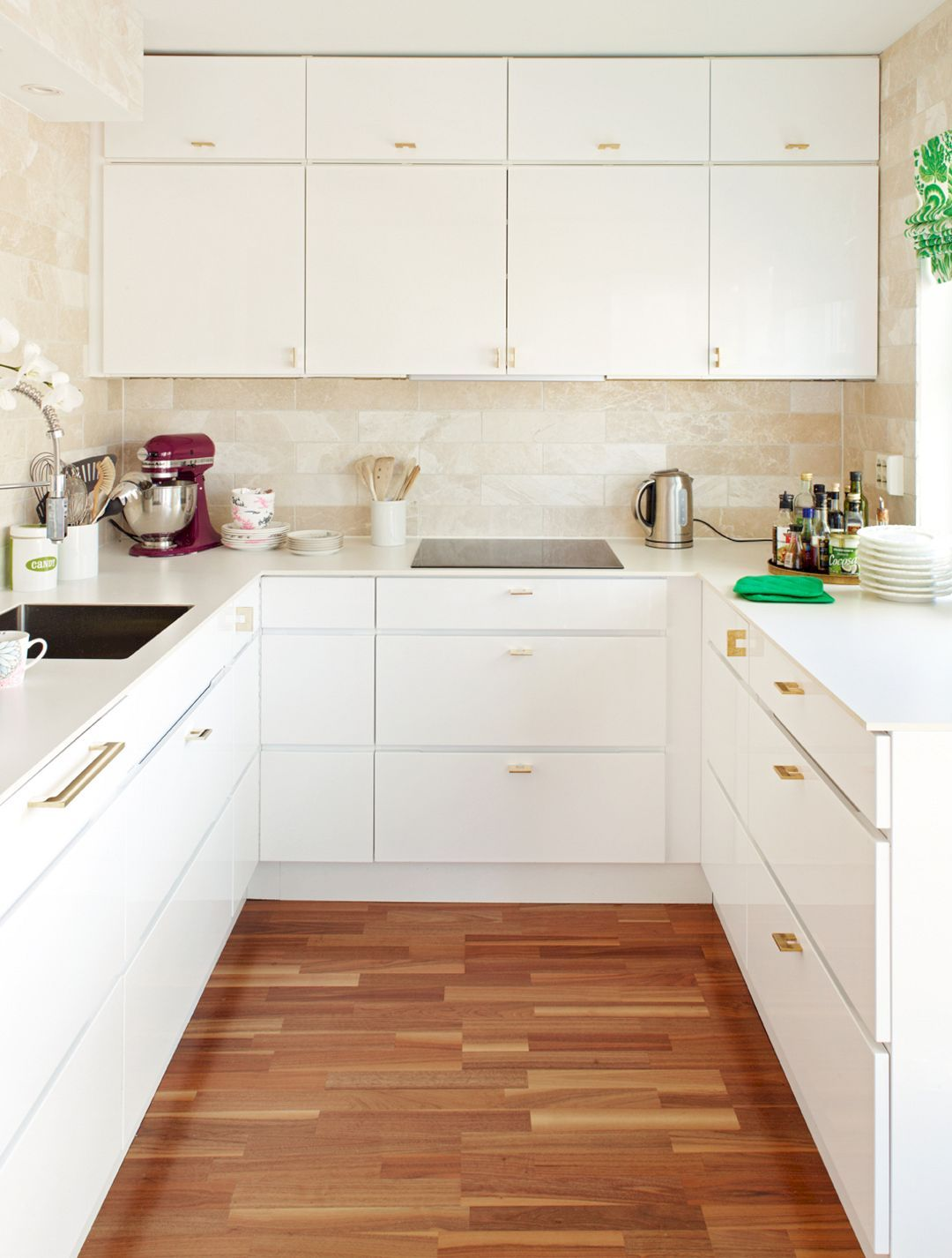 Charmant White Modern Kitchen Cabinets And Gold Brass Modern Drawer Pulls But Iu0027d  Change The Floors To Chevron Tile Or Wood Planks.