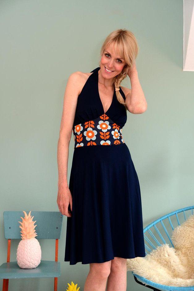 Sommerliches Neckholderkleider mit Blumeneinsatz / neckholder dress ...