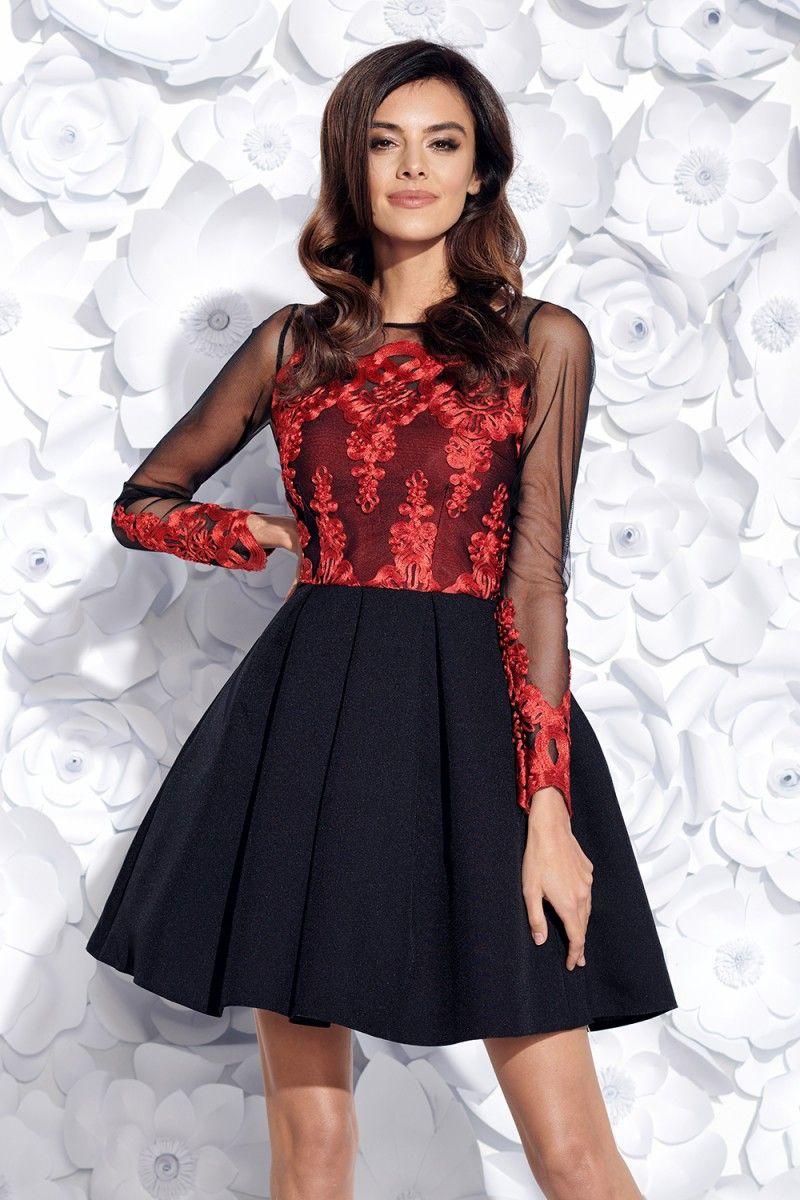 96d14efeeb99 Nádherné krátke spoločenské šaty v čierno-červenej farbe. Šaty sú zdobené  vyšívanou krajkou.