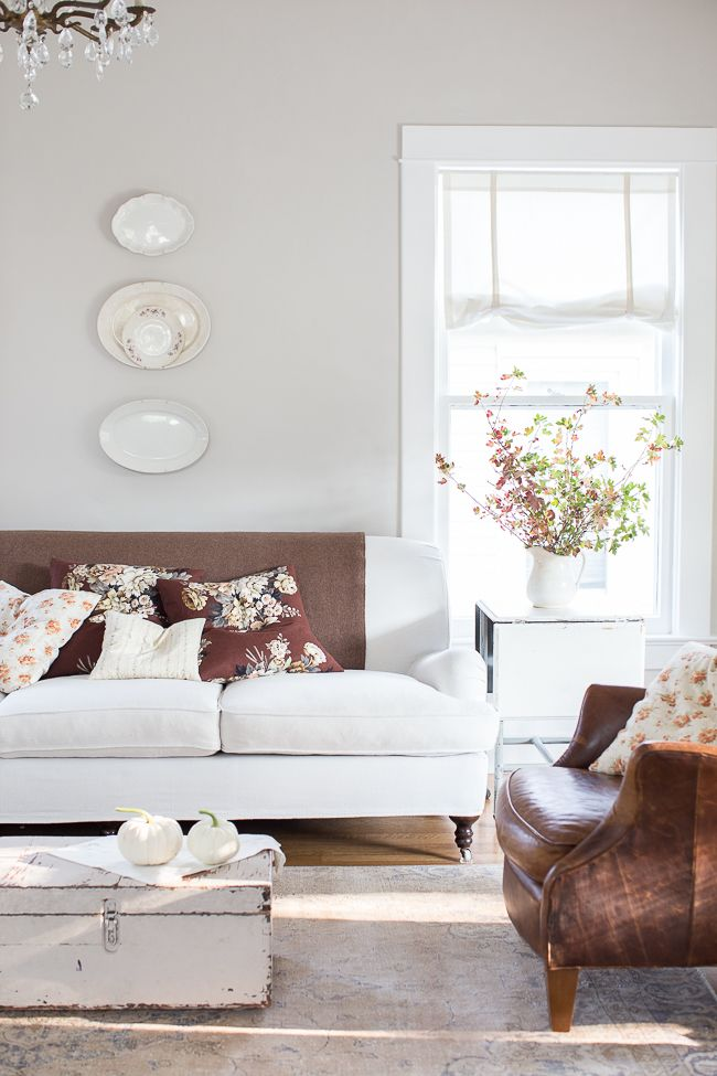 Decorating Your Living Room Walls: Neutral Walls, Floors, And Furniture Allow You To Shift
