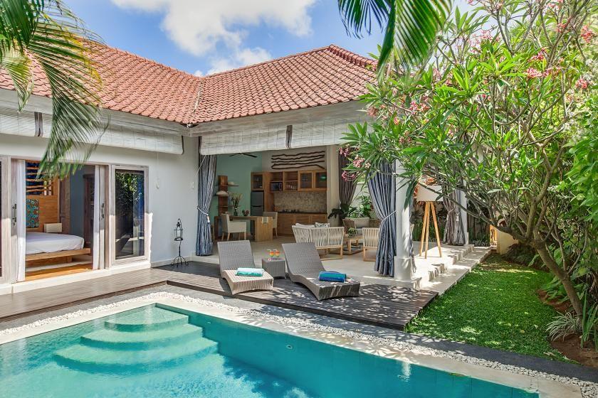 Beach Villa In Seminyak Indonesia With 1 Bedroom Swimming Pool 83706 Casas Estilo Campo Casas Con Piscina Casas De Un Piso
