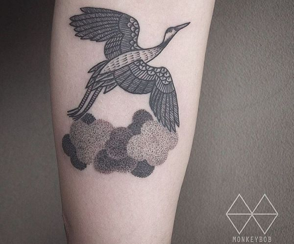19 Sehr Schone Kranich Tattoos Und Ihre Bedeutungen Crane Tattoo Tattoos For Guys Simple Tattoos For Women