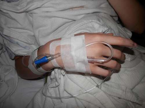 Hospital Aesthetic And Hand Image Hand Images Emotional Photography Girls Hand