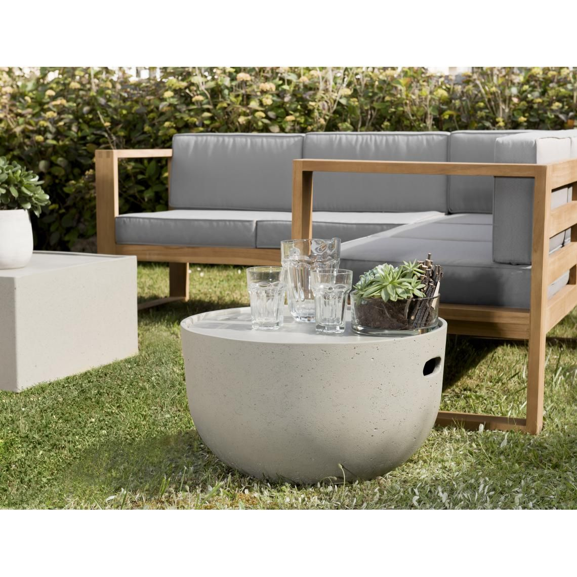 Table Coffre Ronde En Beton 58x58 Cm En 2020 Table Basse En Pierre Table Coffre Table Basse Jardin