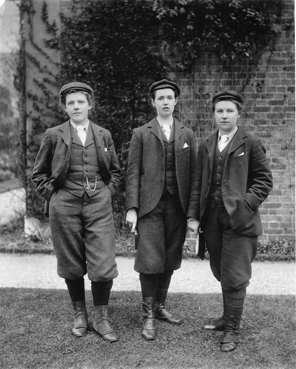The 1st female gardeners were employed at Kew in 1896 & encouraged to wear men's clothing so as not to distract!