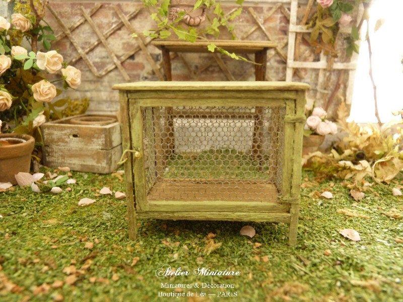 Despensa de miniatura pintada Provenza verde envejecido, jardín de ...