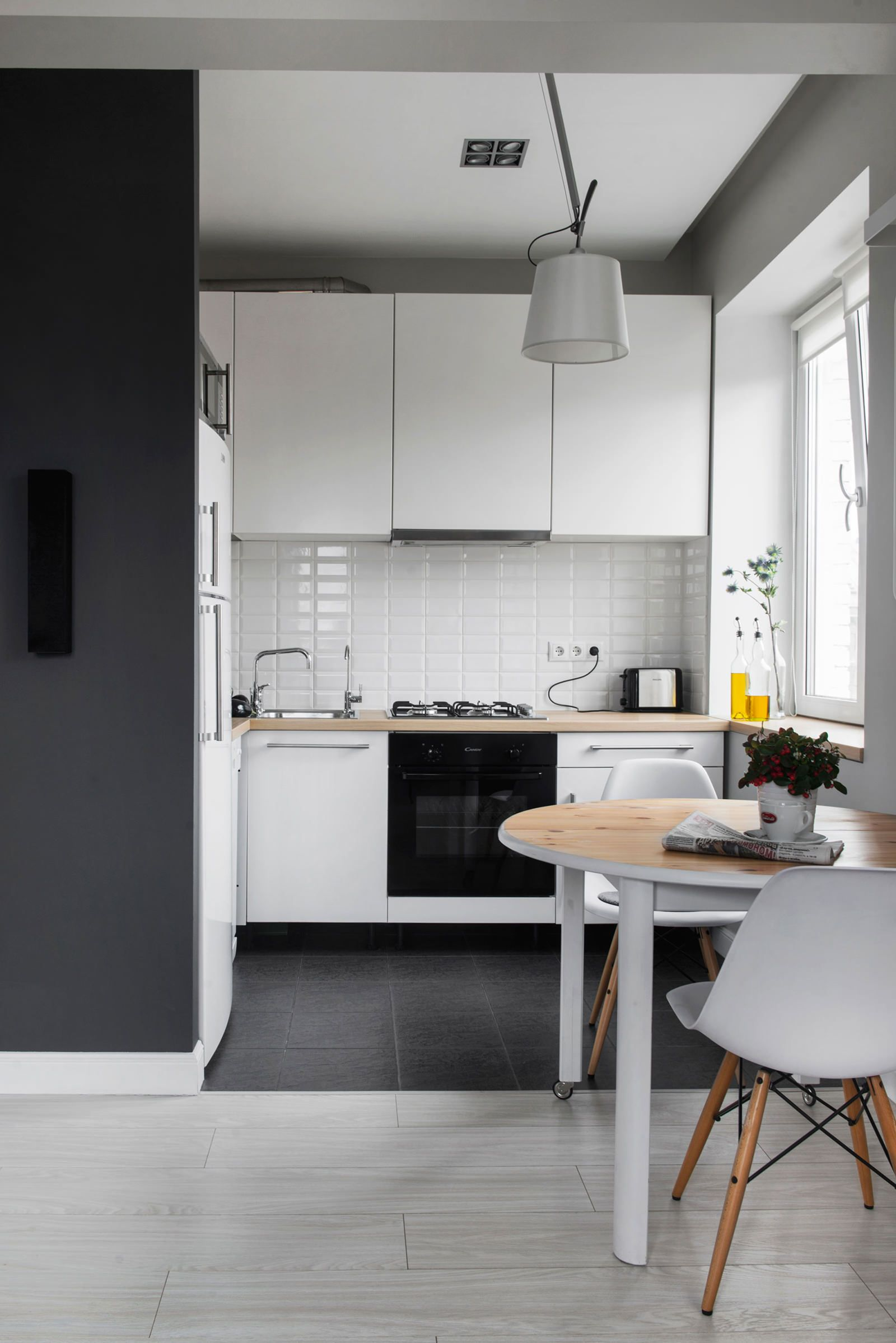 белая кухня в дизайне студии в хрущевке дизайн интерьера